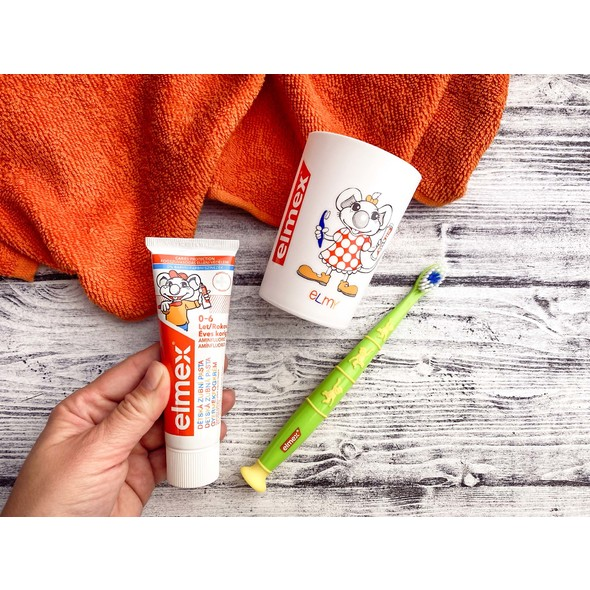 Elmex Kids sada zubní kartáček + pasta