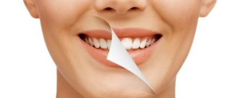 Vybieľte si zuby v pohodlí domova pomocou bieliacich pásikov